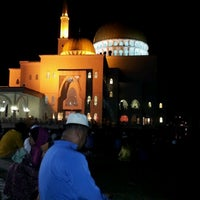 Photo taken at Masjid As-Salam (مسجد السلام) by Tinienie on 5/26/2012
