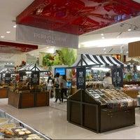 Foto scattata a Gourmet Market da Irfan T. il 7/9/2012