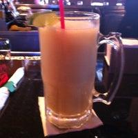 Foto tomada en La Parrilla Mexican Restaurant por Charles R. el 5/20/2012