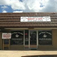 Foto tirada no(a) Tu Sabor Bakery and Cafe por Monkey J. em 3/21/2012