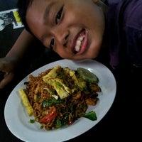 Photo taken at cengkih restoran & cafe by Lina H. on 7/16/2012