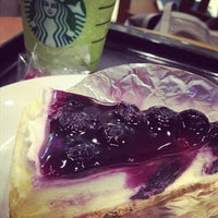 Photo taken at Starbucks by mumumui k. on 7/26/2012