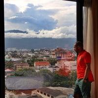 Photo taken at Shangri-La Hotel by Abdullah A. on 9/10/2012