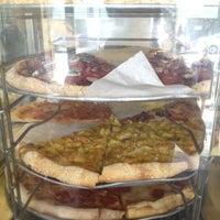 Снимок сделан в Abbot's Pizza Company пользователем Sungnam Y. 5/6/2012