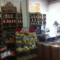 6/9/2012 tarihinde Rashad S.ziyaretçi tarafından J.P. Graziano Grocery'de çekilen fotoğraf
