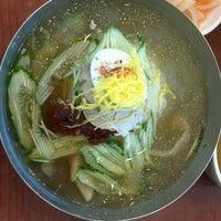 Photo prise au 사철밀면 par Lastrada M. le8/1/2012