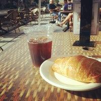Foto tomada en Le Caprice DC Café Bakery por Daphified el 6/16/2012