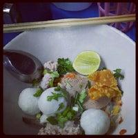 Photo taken at ตลาดสดพระประแดง by Gaw W. on 8/1/2012