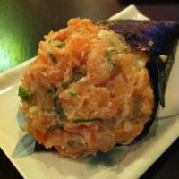 Photo taken at Sushi Temakeria Doo Doo by Felipe G. on 8/2/2012