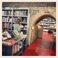 Das Foto wurde bei Bücherbogen von Davide M. am 8/8/2012 aufgenommen