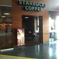 Photo taken at Starbucks Coffee by Francizqo G. on 3/24/2012