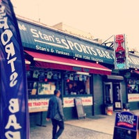 Foto tirada no(a) Stan's Sports Bar por Sterling R. em 5/22/2012