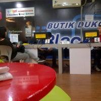 Photo taken at Butik Dukomsel by Stephanie Marcia B. on 8/29/2012
