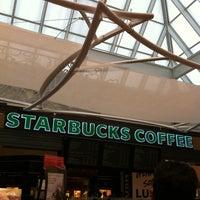 Foto scattata a Starbucks da Lucas B. il 6/22/2012