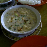 Photo taken at Soto Kaki Sapi Betawi 'Pak Jamsari' by Bertha S. on 4/26/2012