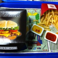 2/22/2012 tarihinde Taner A.ziyaretçi tarafından Burger King'de çekilen fotoğraf