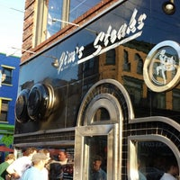 Foto scattata a Jim's Steaks da David B. il 7/6/2013