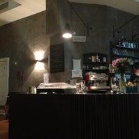 Foto tomada en Cafe Menta por Katinka P. el 8/17/2013