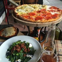 Foto tomada en Rocco & Simona Pizza al Forno por Eduardo G. el 10/9/2014