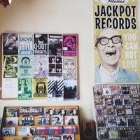 Das Foto wurde bei Jackpot Records von Lily L. am 2/10/2014 aufgenommen
