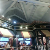 Photo taken at Uno Pizzeria & Grill - Baltimore by Edward M. on 9/4/2013