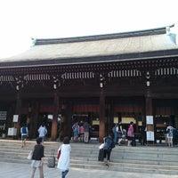 Foto tirada no(a) Honden (Main Shrine) por shusaku y. em 8/15/2013