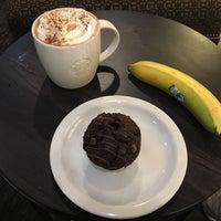 Das Foto wurde bei Starbucks von Mario B. am 7/12/2017 aufgenommen