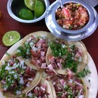 Foto tomada en Taquería México por Diego G. el 7/13/2013