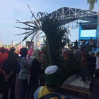 Photo taken at Pantai Pelabuhan Ratu by Alice A. on 4/6/2016