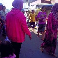 Photo taken at Pasar kaget musyawarah by Roni U. on 6/22/2014