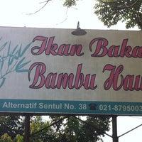 Photo taken at Ikan Bakar Bambu Haur by Ozie O. on 8/24/2014