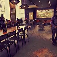 Снимок сделан в Starbucks пользователем Oscar H. 2/27/2017