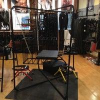 11/26/2012 tarihinde Rick S.ziyaretçi tarafından Mr. S Leather & Mr. S Locker Room'de çekilen fotoğraf