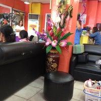 4/28/2013 tarihinde Miriam E.ziyaretçi tarafından Pupoli Hair & Body Salon'de çekilen fotoğraf
