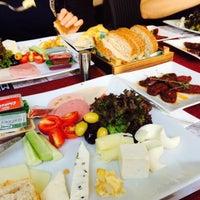 Photo taken at Muizz Cafe & Restaurant by Fatoş Ö. on 8/17/2015