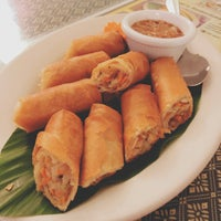 Foto tomada en Sombat's Fresh Thai Cuisine por Liz W. el 10/10/2017
