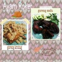 Photo taken at Ayam Goreng Roker by Keke D. on 3/11/2014