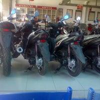 Photo taken at Yamaha Rejeki Prima Motor by Agus I. on 9/8/2015