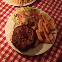Das Foto wurde bei White Trash Fast Food von Marjolein v. am 2/21/2013 aufgenommen