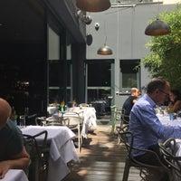 Das Foto wurde bei Mani Restaurant von Bettina M. am 7/22/2016 aufgenommen