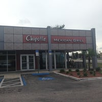 Photo taken at Chipotle Mexican Grill by B on 8/25/2013