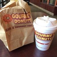 2/25/2014にBonnie L.がGourmet donutsで撮った写真
