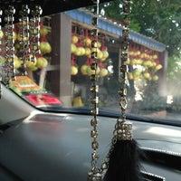 Photo taken at Gerai Limau Bali Heng Kee by Nicks O. on 2/7/2013