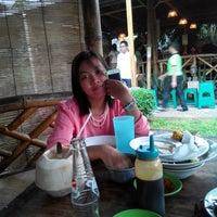 Photo taken at Bebek Goreng H. Slamet by Juliyanti on 11/8/2014