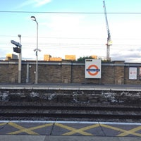 Photo taken at London Fields Overground Station (LOF) by るい(14世) on 6/12/2017