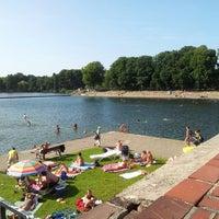 Das Foto wurde bei Schumachers Biergarten von Ivonne M. am 7/18/2013 aufgenommen