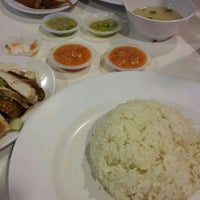 Photo taken at Simply Chicken Rice by Roslinda on 11/27/2015