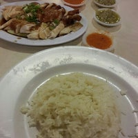 Photo taken at Simply Chicken Rice by Roslinda on 8/28/2015