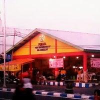 Photo taken at Pumara (Pusat Makanan Rakyat) Bangkalan by Andry M. on 7/18/2013