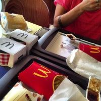 รูปภาพถ่ายที่ McDonald's โดย Francesca O. เมื่อ 8/9/2013